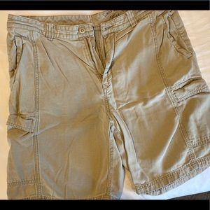 Size 36 men's tommy bahama khaki shorts